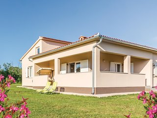 Nice home in Gajana w/ WiFi and 3 Bedrooms (CIC911)