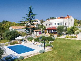Awesome home in Jural w/ WiFi, 4 Bedrooms and Outdoor swimming pool