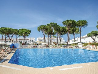 Beautiful home in Marbella-Las Chapas w/ WiFi and 2 Bedrooms