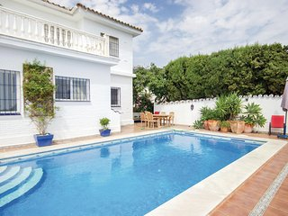 Beautiful home in Benalmádena Costa w/ WiFi and 5 Bedrooms