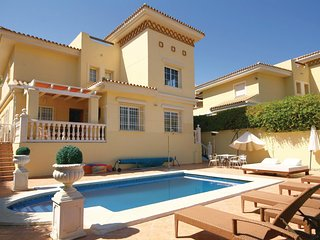 Nice home in Mijas Costa w/ 4 Bedrooms