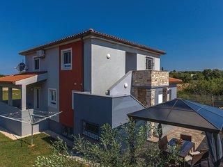 Beautiful home in Galizana w/ WiFi and 2 Bedrooms