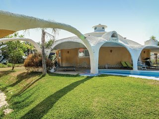 Amazing home in Monda w/ 5 Bedrooms
