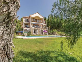 Stunning home in Benahavis, Malaga w/ WiFi and 6 Bedrooms