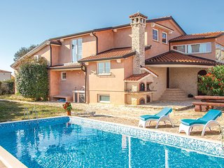 Awesome home in Vodnjan w/ WiFi, 5 Bedrooms and Outdoor swimming pool