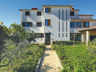 Awesome home in Porec w/ 2 Bedrooms