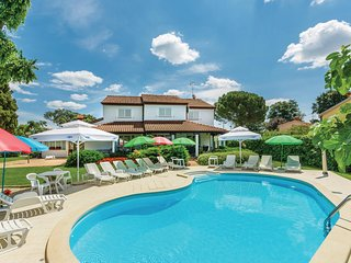 Nice home in Porec w/ WiFi and 4 Bedrooms