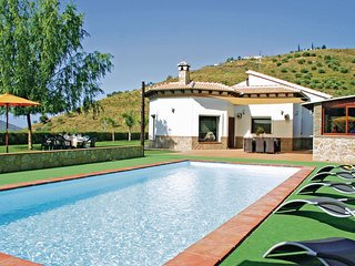 Stunning home in Cómpeta w/ WiFi and 4 Bedrooms