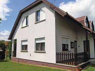 Stunning home in Vónyarcvashegy w/ 4 Bedrooms