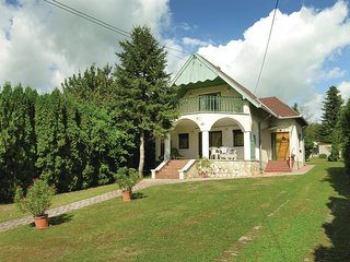 Amazing home in Balatongyörök w/ WiFi and 4 Bedrooms