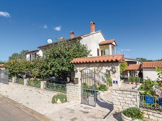 Amazing home in Porec w/ WiFi and 3 Bedrooms