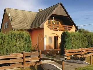Awesome home in Balatonkeresztúr w/ WiFi and 4 Bedrooms