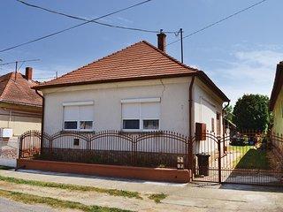 Stunning home in Balatonújlak w/ 3 Bedrooms