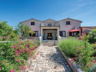 Awesome home in Musalez w/ WiFi and 1 Bedrooms