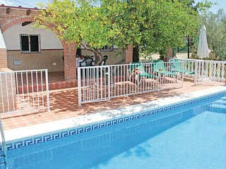 Beautiful home in Corumbela w/ WiFi and 3 Bedrooms