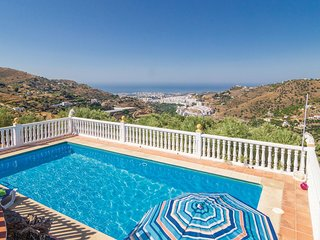 Beautiful home in Torrox w/ 5 Bedrooms