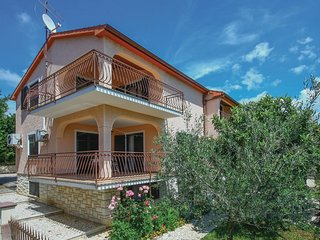Stunning home in Zbandaj w/ WiFi and 2 Bedrooms