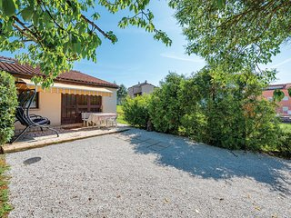 Awesome home in Musalez w/ 1 Bedrooms
