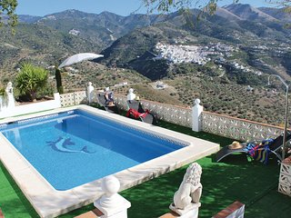 Amazing home in Árchez w/ WiFi, 4 Bedrooms and Jacuzzi