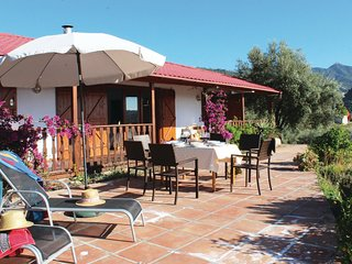 Nice home in Canillas de Albaida w/ WiFi and 3 Bedrooms