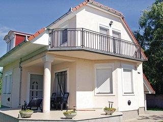 Awesome home in Balatonmáriafürdö w/ 3 Bedrooms (UBW393)