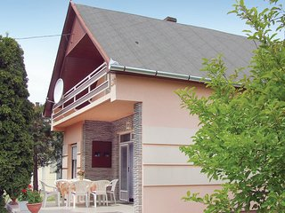 Beautiful home in Balatonmariafurdo w/ 4 Bedrooms (UBW405)