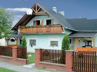 Nice home in Balatonmariafurdo w/ 3 Bedrooms (UBW353)