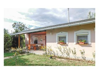 Awesome home in Velence w/ WiFi and 1 Bedrooms