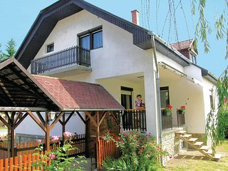 Stunning home in Gór w/ WiFi and 4 Bedrooms (UFT207)
