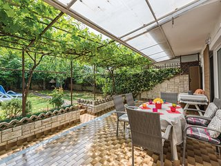 Beautiful home in Porec w/ WiFi and 3 Bedrooms