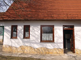 Stunning home in Kisszékely w/ 2 Bedrooms
