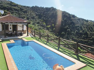 Nice home in Torrox w/ WiFi, 3 Bedrooms and Outdoor swimming pool