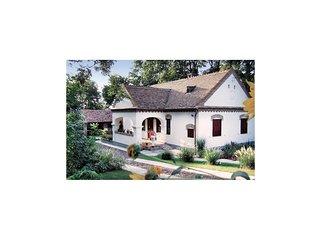 Amazing home in Hajdúszoboszló w/ 4 Bedrooms (UTS406)