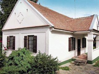 Nice home in Hajdúszoboszló w/ 4 Bedrooms (UTS402)