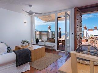 Ocean & volcano views, terraces, wifi, concierge, in Villa [apt I]