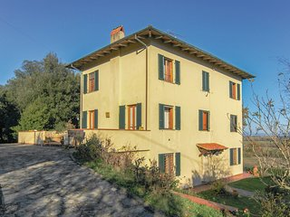 Stunning home in Castelvecchio di Comp. w/ WiFi and 3 Bedrooms