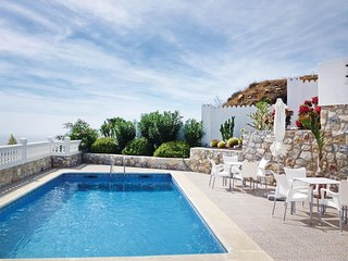 Awesome home in Almuñécar w/ WiFi and 5 Bedrooms