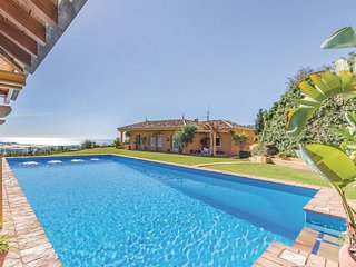 Beautiful home in Motril w/ Outdoor swimming pool and 4 Bedrooms