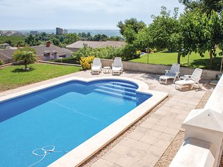 Nice home in Castellon w/ WiFi, 3 Bedrooms and Outdoor swimming pool