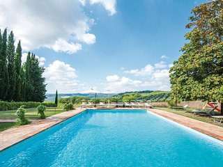 Nice apartment in San Gimignano SI w/ WiFi, Outdoor swimming pool and Outdoor sw
