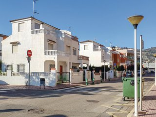 Beautiful home in Oropesa de Mar w/ 4 Bedrooms