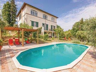 Dům i venkovní bazén, který poskytuje příjemné osvěžení, jsou skryty v