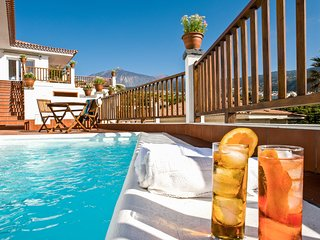Private heated Pool, ocean & volcano views, wifi, concierge in Villa [apt H]