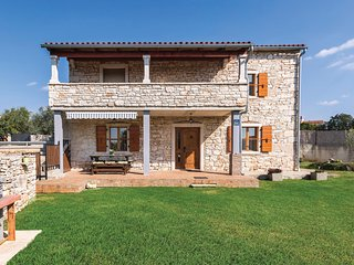 Awesome home in Fazana w/ WiFi and 2 Bedrooms