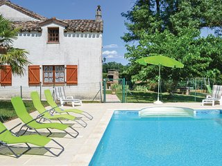 Amazing home in Montlauzun w/ Outdoor swimming pool and 5 Bedrooms