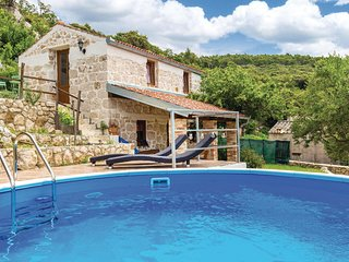 Awesome home in Supetarska Draga w/ WiFi and 2 Bedrooms