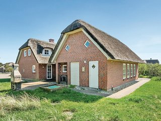 Awesome home in Blåvand w/ Sauna, WiFi and 6 Bedrooms (P32375)