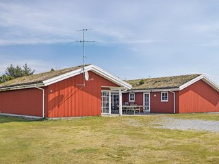 Amazing home in Blåvand w/ Sauna, WiFi and 6 Bedrooms (P32406)