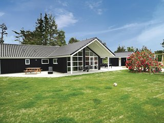 Nice home in Blåvand w/ WiFi and 5 Bedrooms (P32635)