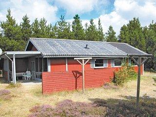 Amazing home in Oksbol w/ Sauna and 3 Bedrooms